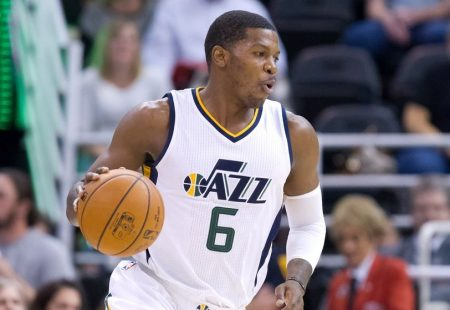 Johnson's drive at buzzer lifts Jazz over Clippers in Game 1